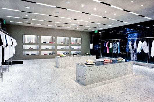 新加坡安逸猿(BAPE)专卖店设计 男装店面设计 服装专卖店 店面设计 专卖店设计