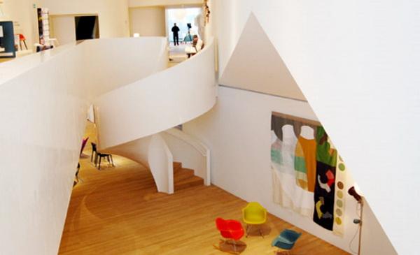 白色木头楼梯格局设计效果图