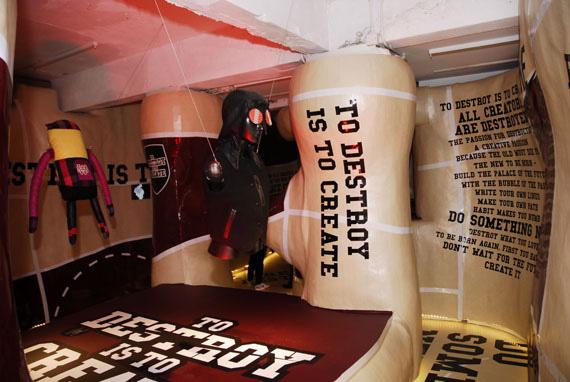 """香港街头耐克""""破坏再创造""""概念活动 展示设计 概念店设计 形象店设计 展厅设计"""