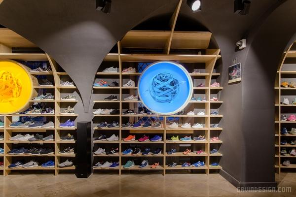 波兰华沙 RUN COLORS 旗舰店设计 鞋店设计 精品店设计 旗舰店设计 店面设计 专卖店设计