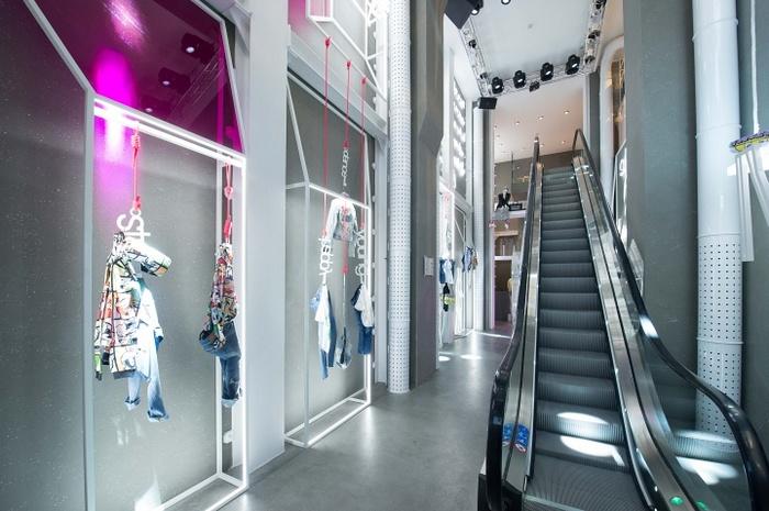 意大利米兰 SH 旗舰店设计 服装店设计 旗舰店设计 意大利 店面设计